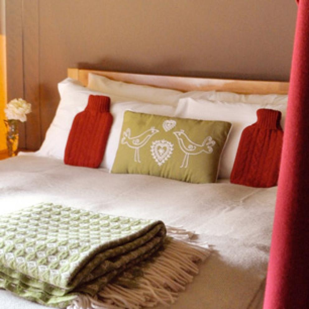 luxurious Hypnos beds Glamping at Edale