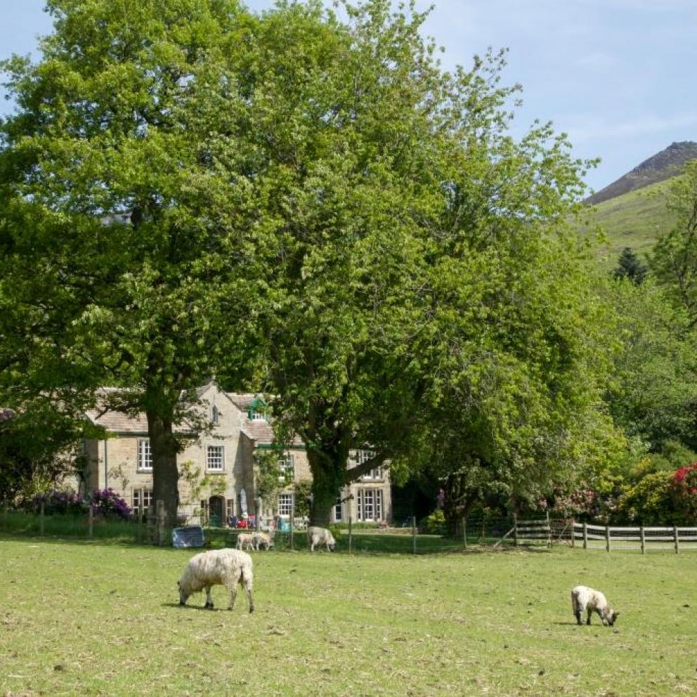 Edale Gathering Shooting Lodge and Glamping